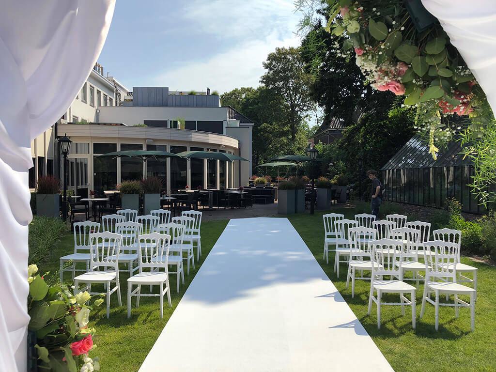 Bruiloft Met Bloemdecoratie In De Tuin Van Leijhof Oisterwijk