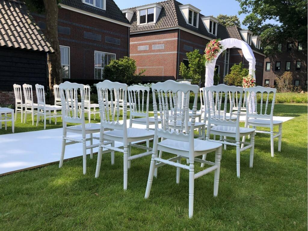 prieel bruiloft witte loper in de tuin buiten